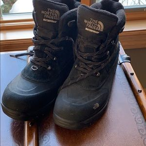 NWOT Mens North Face Waterproof Boots 11.5